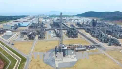 宜山炼油厂首批成品油出厂 hinh anh 2