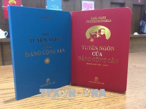 《共产党宣言》和《阅读共产党宣言》口袋书正式问世 hinh anh 1