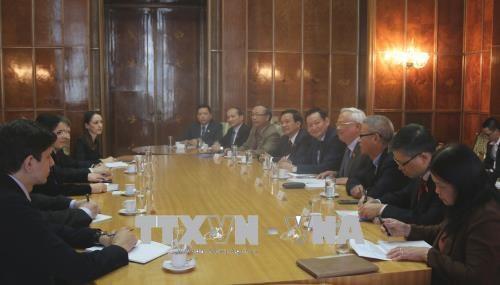 越南与罗马尼亚加强各个领域的合作 hinh anh 1