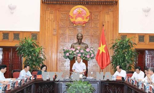 越南政府总理阮春福就适应自然灾害的农村发展项目同西北地区六省领导代表进行讨论 hinh anh 1