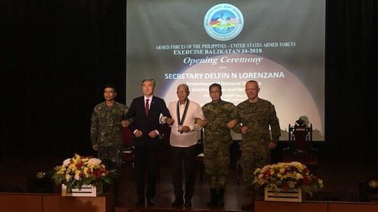 """菲律宾与美国举行2018年""""肩并肩""""联合军事演习 hinh anh 1"""