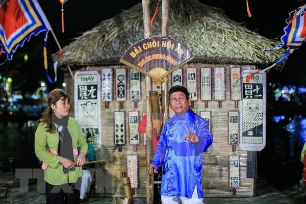 会安市举行盛大游行活动庆祝发牌唱曲艺术被列入《人类非物质文化遗产代表作名录》 hinh anh 1