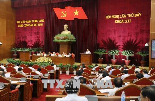 越共十二届七中全会讨论干部队伍建设提案 hinh anh 1