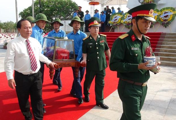 广平省举行在老牺牲越南志愿军烈士遗骸追悼会和安葬仪式 hinh anh 2