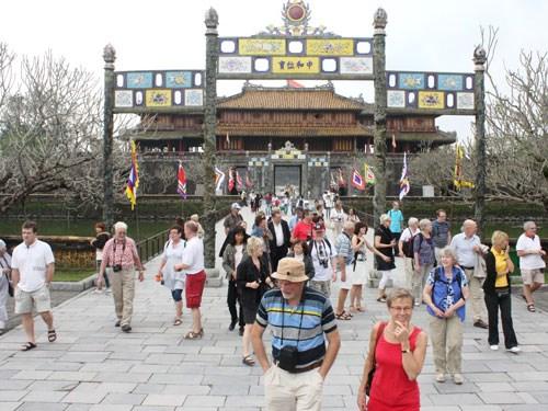 今年前4月承天顺化省国际游客到访量达75万人次 hinh anh 1