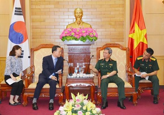 越南与韩国密切两军代表团互访 hinh anh 1
