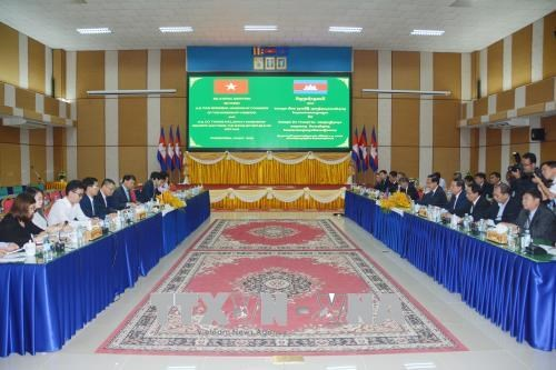 越柬加强边境贸易合作 hinh anh 1