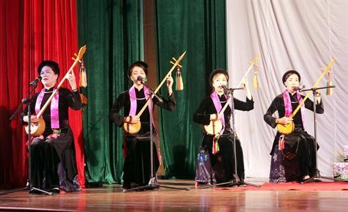 全国天曲和天琴艺术节:谅山省鼓励发展各阶层人民的天曲艺术活动 hinh anh 2