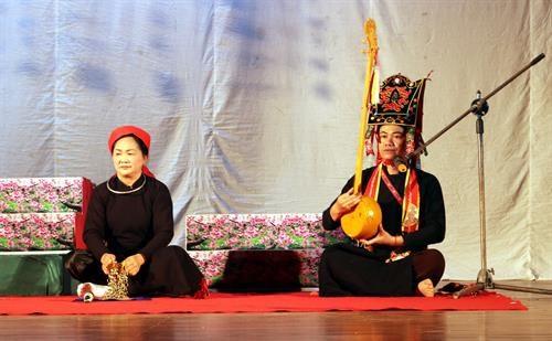 全国天曲和天琴艺术节:谅山省鼓励发展各阶层人民的天曲艺术活动 hinh anh 3