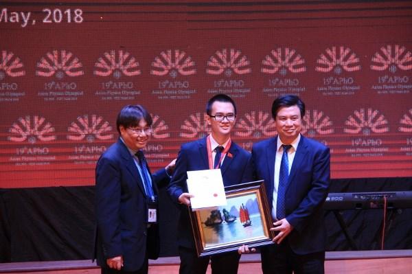 越南在2018年亚洲物理奥林匹克竞赛上摘得四枚金牌 hinh anh 1