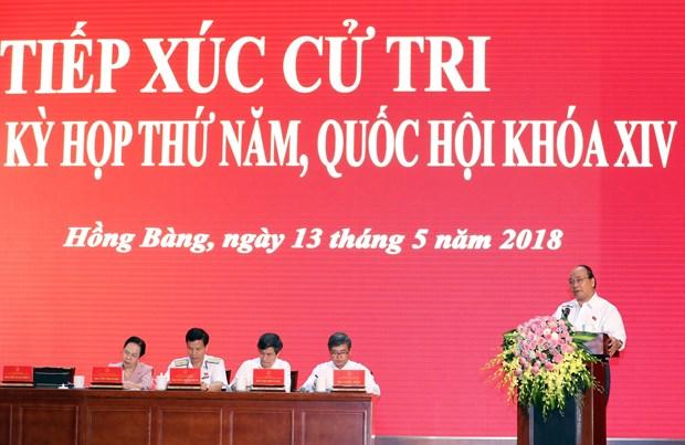 越南政府总理阮春福在海防市开展国会代表接待选民活动 hinh anh 1