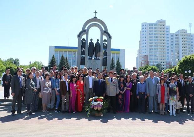 乌克兰越南老兵庆祝世界反法西斯战争胜利73周年 hinh anh 1