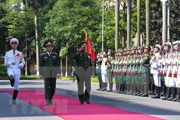 老挝人民军总参谋长对越南进行正式访问 hinh anh 1