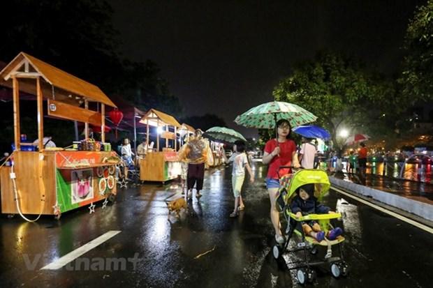 河内市第二条步行街开街吸引6千人次前来观光 hinh anh 2
