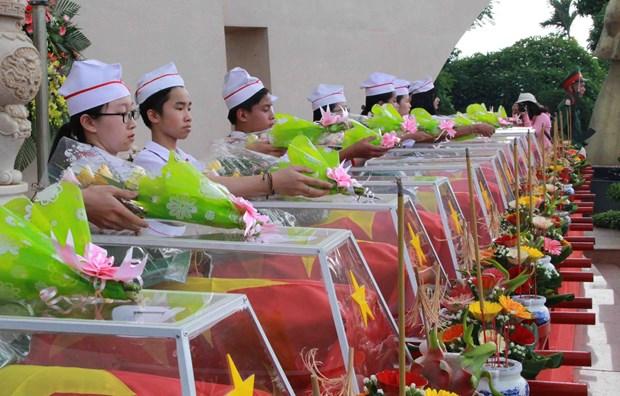 得乐省举行援柬牺牲的越南志愿军和专家烈士遗骸追悼会和安葬仪式 hinh anh 2