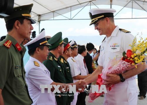"""美国海军医疗舰""""仁慈号"""" 抵达越南芽庄港开始《2018年太平洋伙伴计划》 hinh anh 2"""