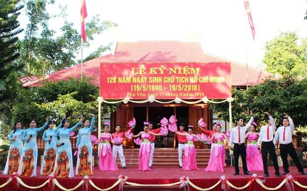 越南全国各地举行纪念胡志明主席诞辰128周年活动 hinh anh 1