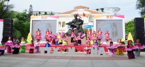 越南各地纷纷举行胡志明主席诞辰128周年纪念活动 hinh anh 1