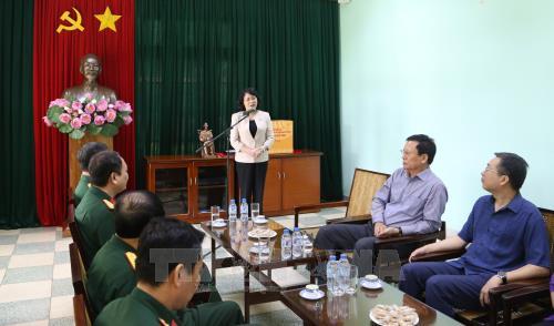 越南国家副主席邓氏玉盛:保卫胡志明主席遗体是无上光荣的任务 hinh anh 1