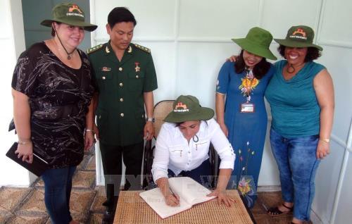 古共青盟代表团跟随古巴革命领袖菲德尔·卡斯特罗的脚印 hinh anh 1