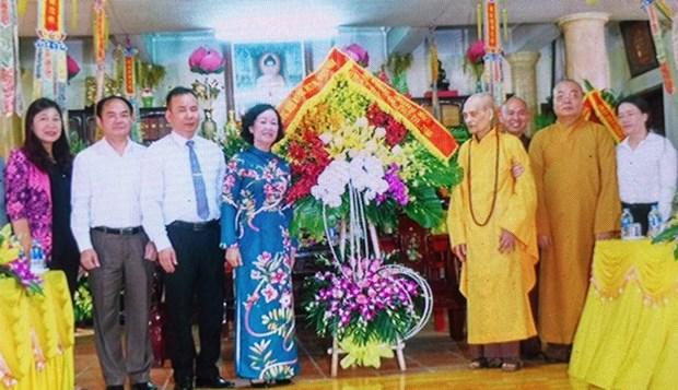 越共中央民运部部长张氏梅走访慰问越南佛教教会证明理事会法主 hinh anh 1