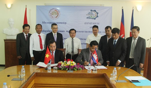 越南与柬埔寨加强教育领域合作 hinh anh 1