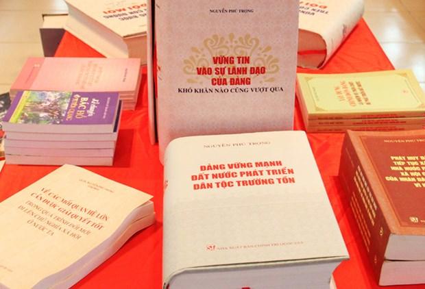 阮富仲总书记的《坚信党的领导,克服任何困难》书籍正式出版发行 hinh anh 1