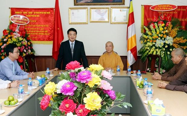 越南祖国阵线中央委员会副主席侯阿令看望慰问释宝严和尚 hinh anh 1