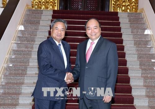 越南政府总理阮春福会见老挝人民革命党中央组织部部长占西•普西坎 hinh anh 1