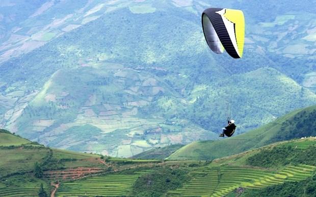 """""""在放水梯田上飞翔"""" 滑翔伞比赛在安沛省举行 hinh anh 1"""