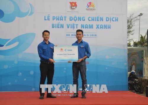 近500名青年团员参加绿色越南海洋运动 hinh anh 1