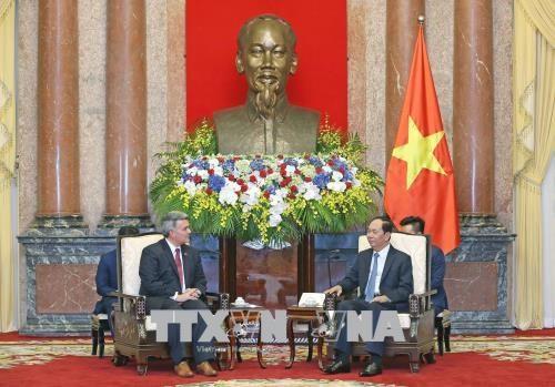 越南国家主席陈大光会见美国参议员 hinh anh 1