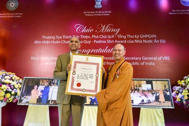 第一名越南人荣获印度莲花士勋章 hinh anh 1