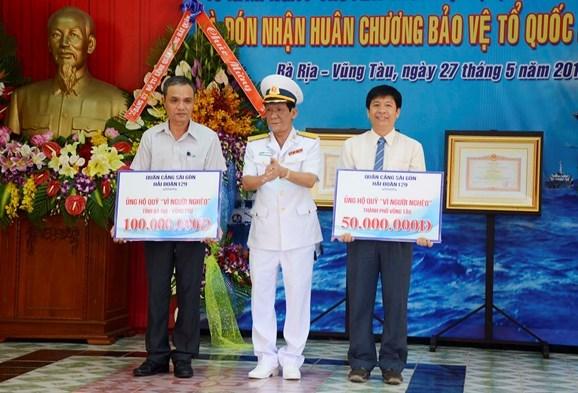 越南海军129号海团荣获一级捍卫祖国勋章 hinh anh 2