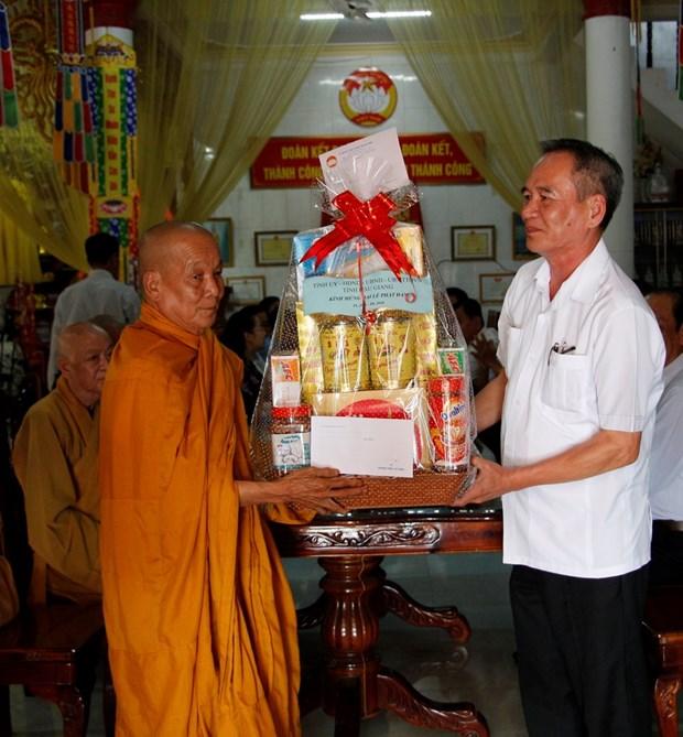 佛诞大典之际胡志明市领导走访当地若干佛教团体 hinh anh 2