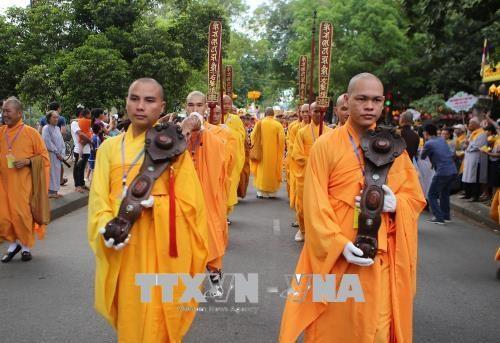佛诞大典之际胡志明市领导走访当地若干佛教团体 hinh anh 3
