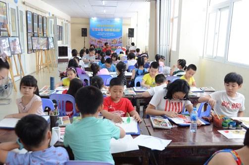 """六一国际儿童节:国际儿童参加""""我爱河内""""画画比赛 hinh anh 1"""