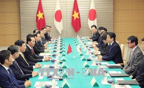 越南国家主席陈大光与日本首相安倍晋三举行会谈 hinh anh 2
