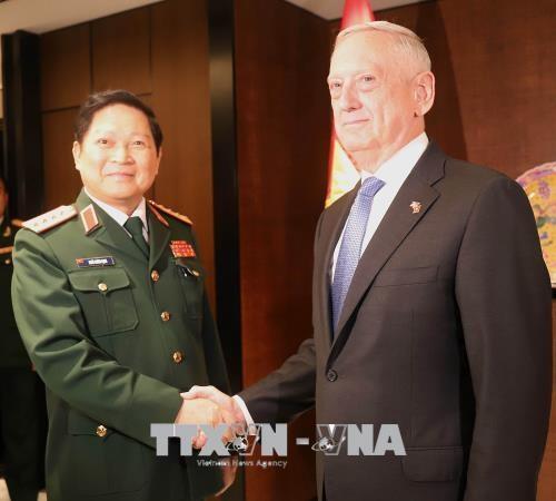 第17届香格里拉对话:越南与美国将加大国防工业领域的合作力度 hinh anh 1
