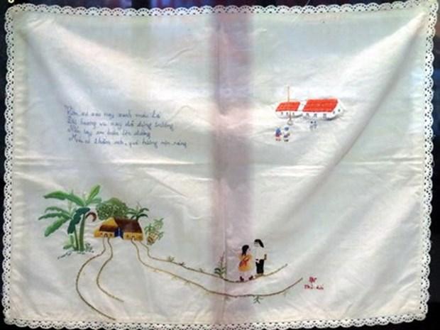 越南革命女战士的刺绣纪念品专题展在胡志明市举行 hinh anh 1