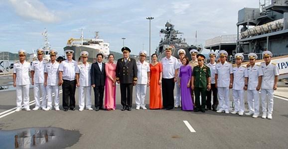 俄罗斯军舰访问越南金兰国际港 hinh anh 2