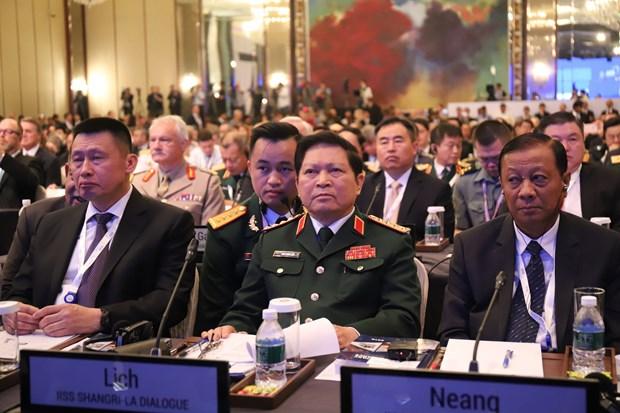 2018年香格里拉对话:越南防长吴春历同与会防长举行双边会晤 hinh anh 1