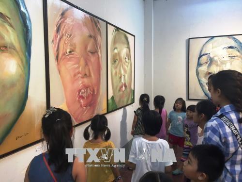 第二届越法国际美术交流展在胡志明市举行 hinh anh 1