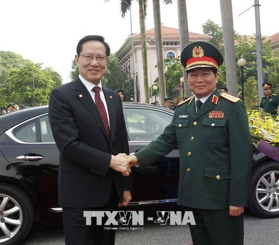 韩国国防部长宋永武对越南进行正式访问 hinh anh 1