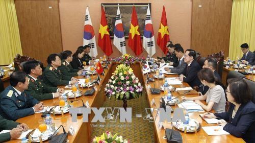 韩国国防部长宋永武对越南进行正式访问 hinh anh 2