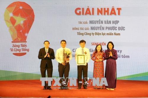 邓氏玉盛出席第二次社区服务倡议比赛颁奖仪式 hinh anh 1