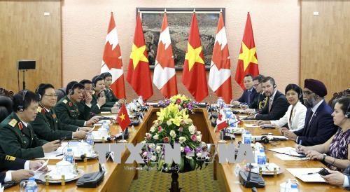 加拿大国防部长哈吉特·萨吉安对越南进行正式访问 hinh anh 2