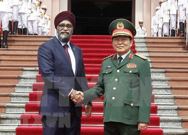 加拿大国防部长哈吉特·萨吉安对越南进行正式访问 hinh anh 1