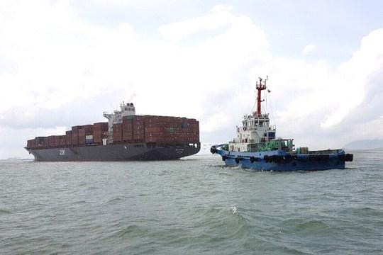 越南巴地头顿省成功救助在盖梅施威港口搁浅的货船 hinh anh 1