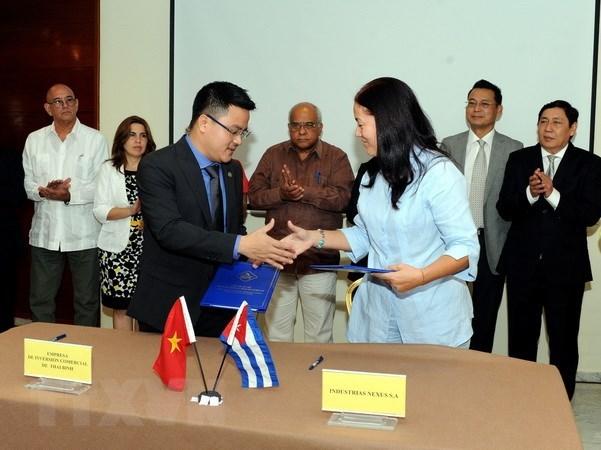越古两国企业签署多项贸易合作协议 hinh anh 1
